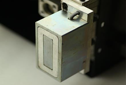 底部电磁铁